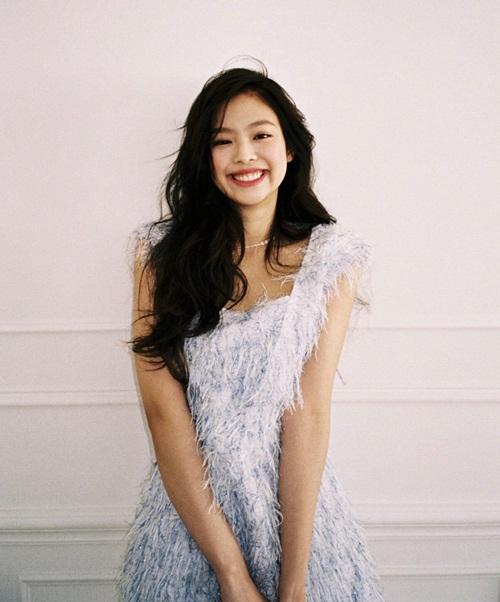 Jennie (Black Pink) khoe nụ cười tỏa nắng xinh đẹp như hoa hậu.
