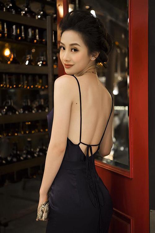 Hot girl Jun Vũ: Tôi phẫu thuật thẩm mỹ vì tự ti về số đo vòng 1 - 2