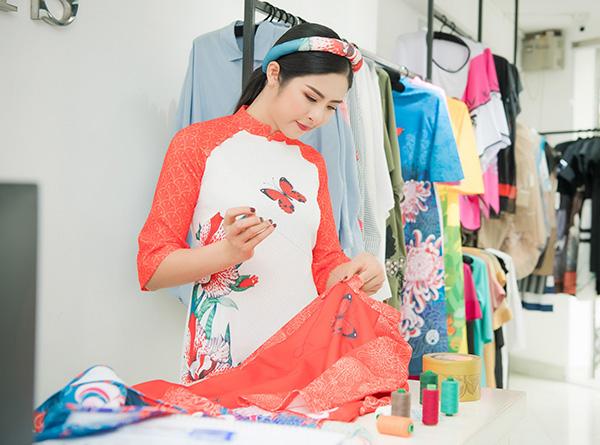 Ngọc Hân ân cần chỉnh trang phục cho Mỹ Linh, Thanh Tú - 5