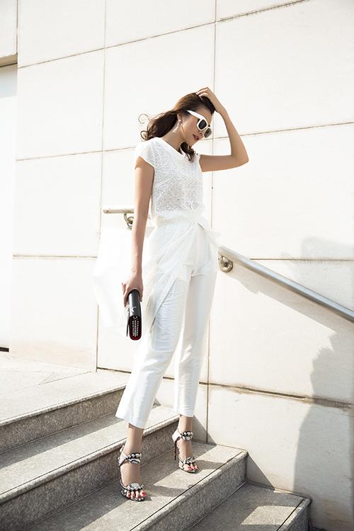 Thanh Hằng xuống phố với váy áo sành điệu - 2