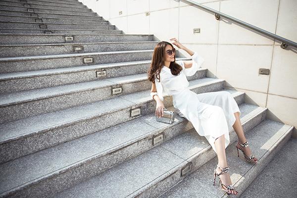 Thanh Hằng xuống phố với váy áo sành điệu - 7
