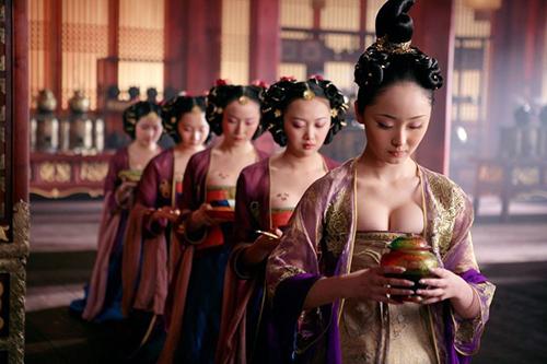 Hàng ngàn cung nữ lả lơi gây tranh cãi nhất màn ảnh Trung Quốc - 2