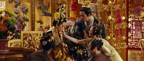 Hàng ngàn cung nữ lả lơi gây tranh cãi nhất màn ảnh Trung Quốc