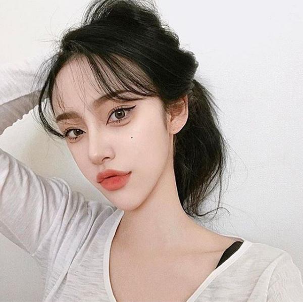 Các hot girl Hàn ngày càng kém xinh vì mê thẩm mỹ, trang điểm đáng sợ - 1
