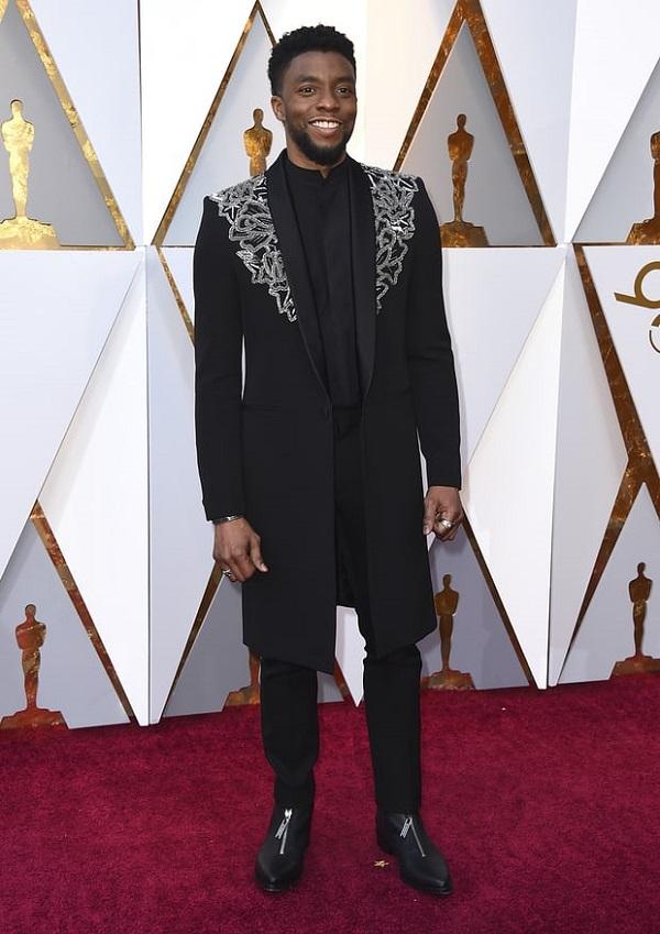 Báo đen Chadwick Boseman.