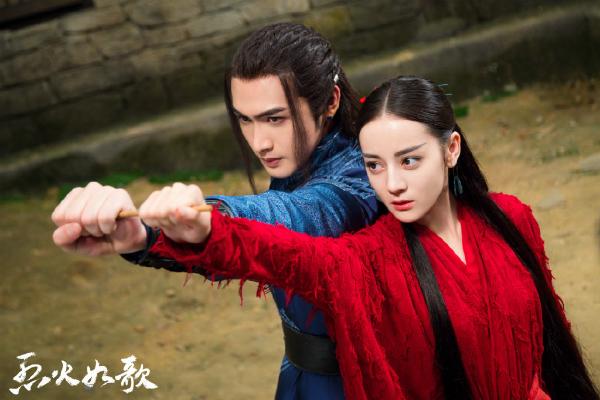 Địch Lệ Nhiệt Ba trong vai Liệt Như Ca và Trương Bân Bân trong vai Chiến Phong.