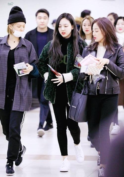Dàn sao Hàn đồng loạt khoe style năng động tại sân bay - 8