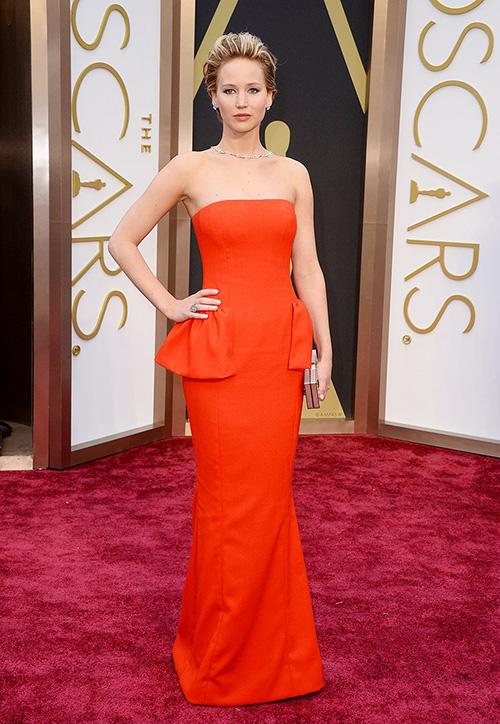 Jennifer Lawrence luôn gây ấn tượng với trang phục khi lên thảm đỏ Oscar.