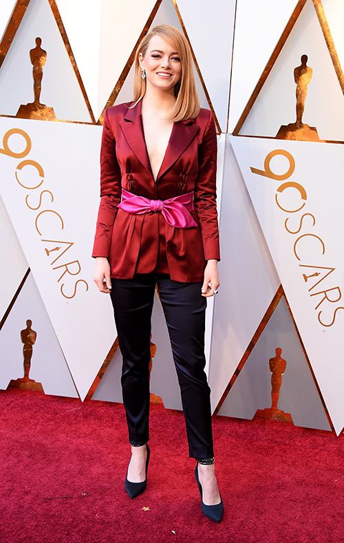 Bản hợp đồng triệu đô khiến Emma Stone tiếp tục đồng hành với trang phục Louis Vuitton ở Oscar 2018.
