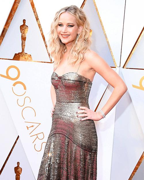 Chuyên gia trang điểm gốc Việt đứng sau diện mạo long lanh của Jennifer Lawrence ở Oscar
