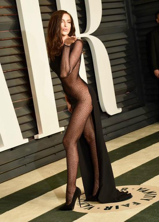 Những bộ váy hở hang gây sốc nhất lịch sử giải Oscar - 7