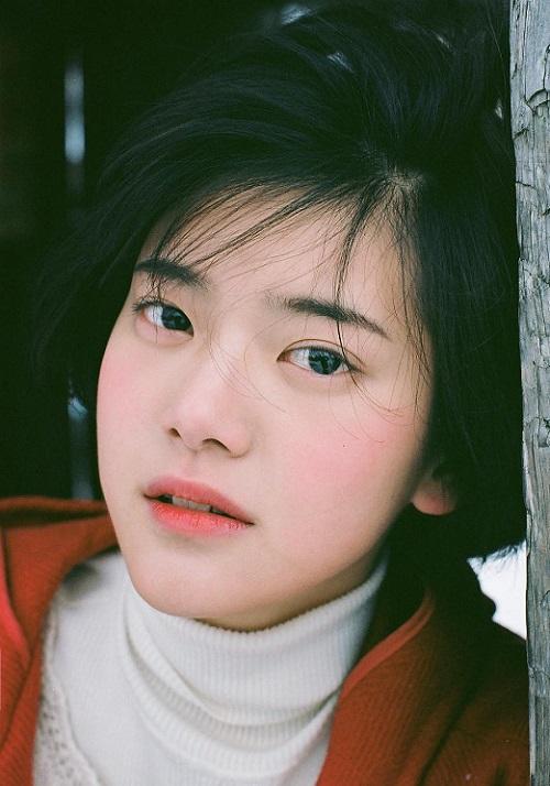 Nữ tân binh Kpop có vẻ đẹp trong veo như IU thứ hai - 1