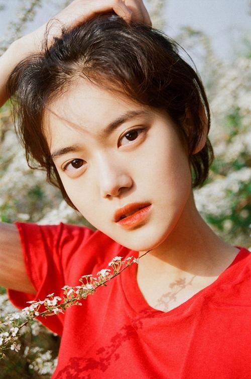 Nữ tân binh Kpop có vẻ đẹp trong veo như IU thứ hai - 5