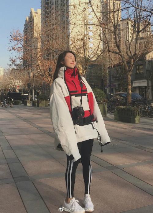 Vẻ đẹp bốc lửa của cô nàng HLV thể hình Trung Quốc - 7