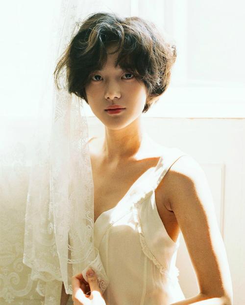 Nữ tân binh Kpop có vẻ đẹp trong veo như IU thứ hai - 3