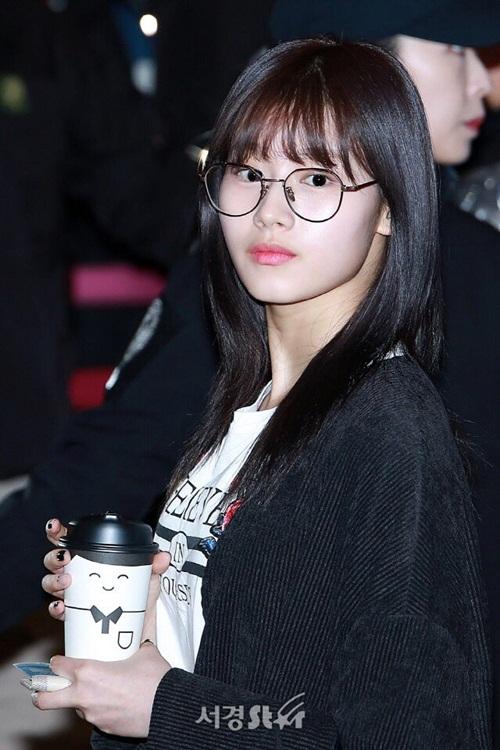 Yoon Ah, Twice khoe style khỏe khoắn, năng động ở sân bay - 3