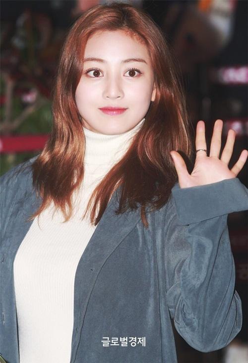 Yoon Ah, Twice khoe style khỏe khoắn, năng động ở sân bay - 5