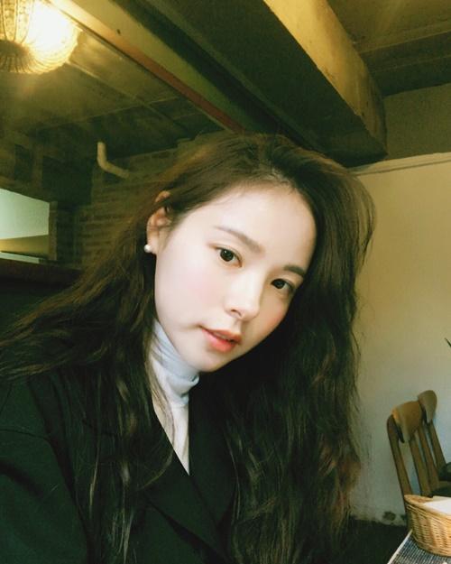 Min Hyo Rin khoe vẻ đẹp dịu dàng đằm thắm trong ảnh đời thường sau kết hôn.