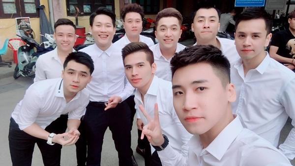 Dàn soái ca sơ mi trắng bê tráp trong đám hỏi của Khắc Việt - 1