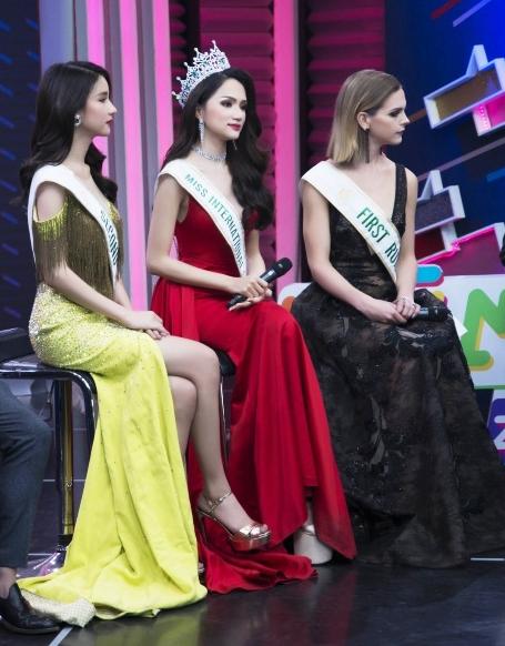 Phản ứng của Hương Giang khi bị hỏi mua giải trên truyền hình - 1