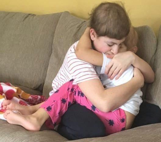 Cùng bị ung thư, hai anh em ôm chặt nhau không rời - 2