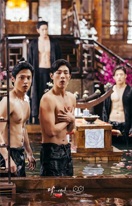Cận cảnh body đầy hấp dẫn của các hoàng tử.