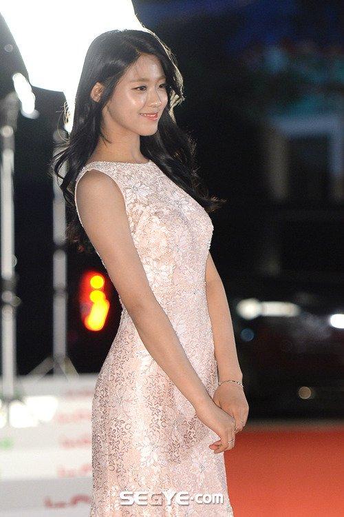Chiêu của Seol Hyun để dáng chuẩn trông càng đẹp hơn - 1