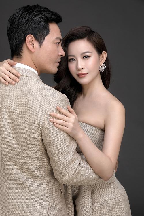 MC Phan Anh ôm eo Hoa hậu Hải Dương tình tứ - 4