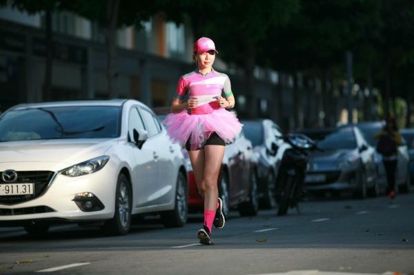 Tăng Nguyệt Minh đã tìm thấy niềm đam mê với môn chạy bộ sau khi tham gia một cuộc chạy từ thiện.
