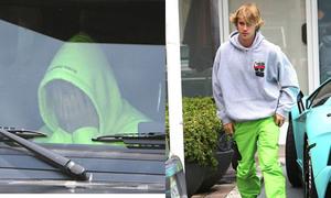 Chia tay Selena, Justin Bieber ngồi bưng mặt rầu rĩ trong xe