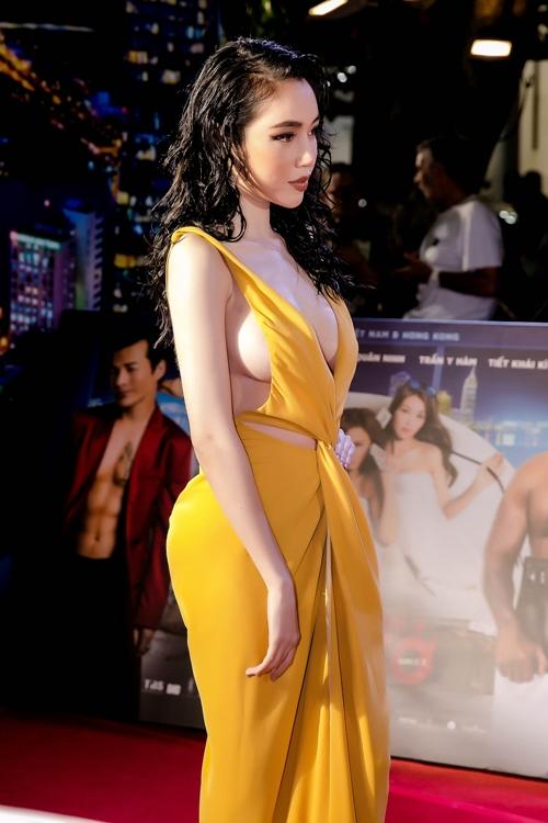 Elly Trần thả rông vòng một bạo chưa từng thấy trên thảm đỏ - 3