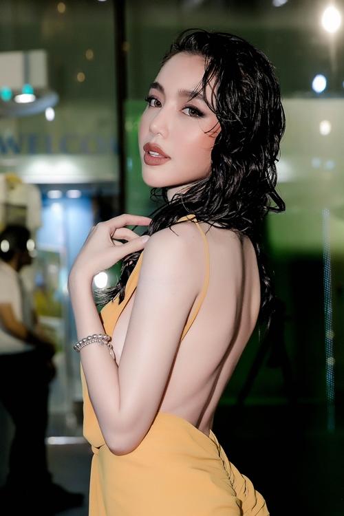 Elly Trần thả rông vòng một bạo chưa từng thấy trên thảm đỏ - 8