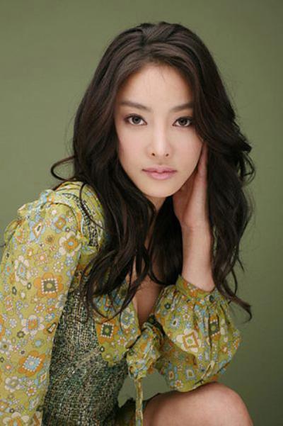 Jang Ja Yeon tự sát với bức thư tuyệt mệnh tố cáo bị xâm hại tình dục hơn 100 lần.