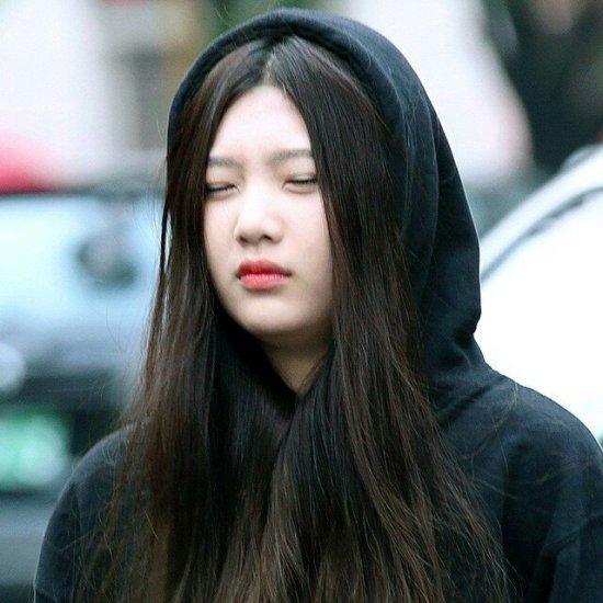 Những lần các idol Hàn xuất hiện mệt mỏi đến không mở được mắt - 9