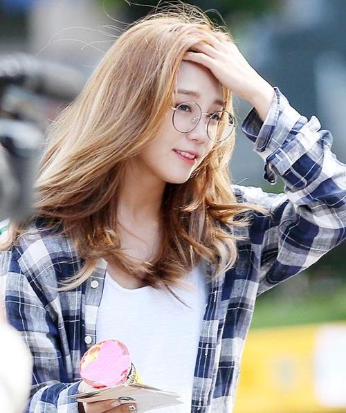 3 idol nữ đeo kính là toát lên thần thái của girl crush - 8