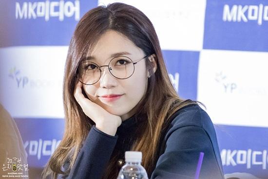 3 idol nữ đeo kính là toát lên thần thái của girl crush - 9
