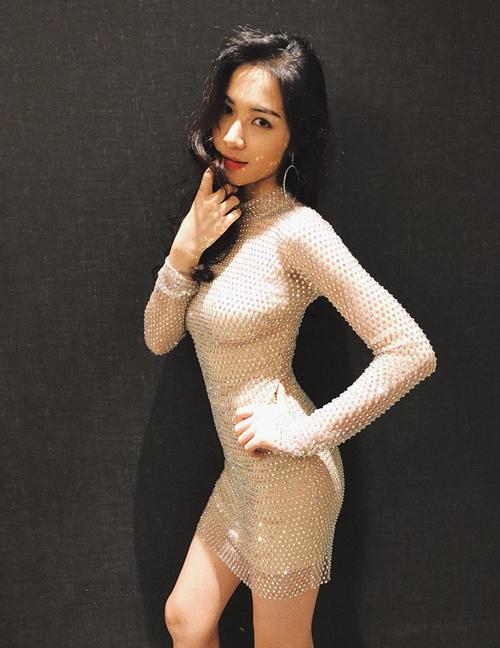 Hòa Minzy bắt chước may váy giống hệt Hương Giang