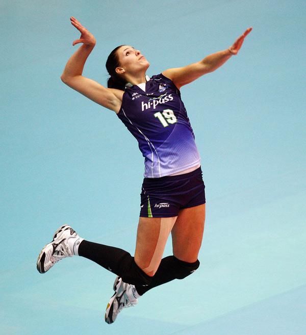 Ivana Nesovic là chủ công xuất sắc giúp câu lạc bộ Gyeongbuk ở Hàn tạo nên sức bật trong mùa giải năm nay. Cô gái 29 tuổi là người Serbia, về đầu quân cho giải bóng chuyền nữ vô địch quốc gia Hàn Quốc. Với sự góp mặt của Ivana, đội Gyeongbuk nhiều khả năng đoạt giải vô địch sau 2 năm trắng tay.