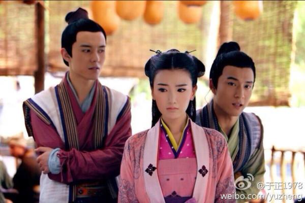 Hàn Đông Quân trong vai Vũ Tu Văn (Tiểu Võ) xuất hiện bên cạnh Quách Phù (Mao Hiểu Đồng).