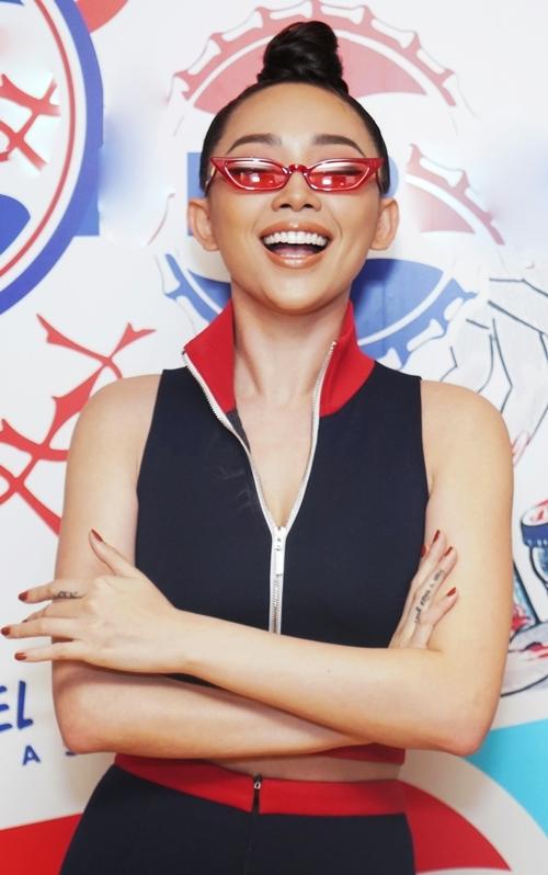 Tóc Tiên gợi cảm với trang phục không nội y - 2