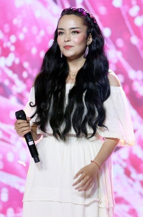 Hot girl giảm 30kg khoe giọng khiến các HLV giành giật