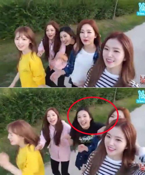 Joy đẩy Seul Gi sang một bên.