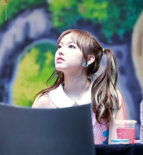 Những nữ idol Hàn cute lạc lối với kiểu tóc cột 2 bên - 4