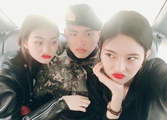 Hội chị em gái xinh đẹp chẳng kém cạnh của idol Kpop - 7