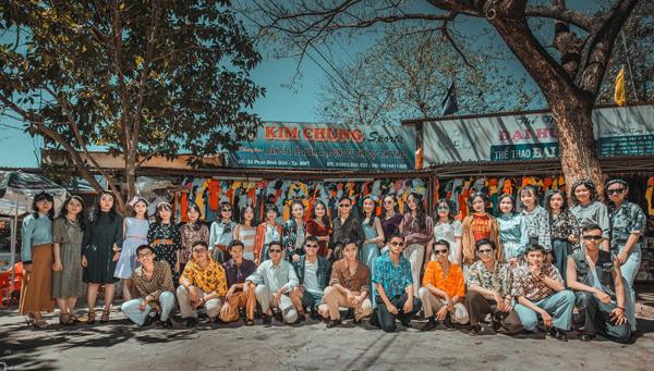 Bộ ảnh kỷ yếu được thực hiện ngay tại một góc khu chợ Sắt, TP Buôn Ma Thuột.