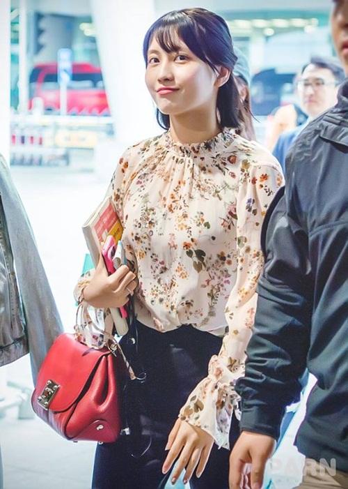 Yoon Ah mặc áo phông 5 triệu đồng, Sulli lộ chân thô - 6