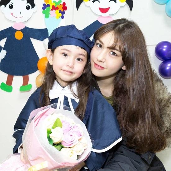 Hội chị em gái xinh đẹp chẳng kém cạnh của idol Kpop - 3
