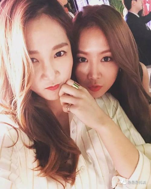 Hội chị em gái xinh đẹp chẳng kém cạnh của idol Kpop - 5
