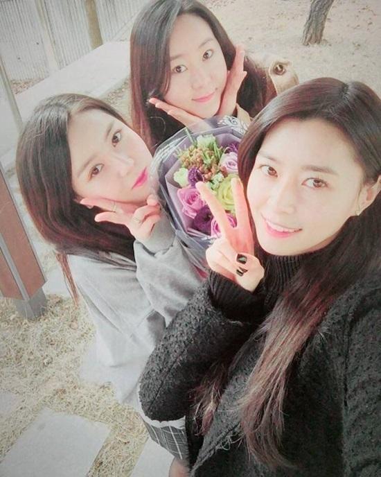Hội chị em gái xinh đẹp chẳng kém cạnh của idol Kpop - 6