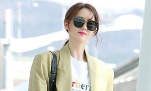Yoon Ah mặc áo phông 5 triệu đồng, Sulli lộ chân thô
